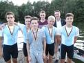 Der siegreiche WKIII-Jungenvierer gemeinsam mit Trainer Tobias Thieke und ORV-Vorsitzenden Jens-Peter Zuther.