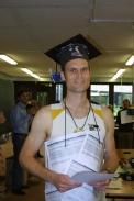 """Der stolze """"Doktor"""", nachdem im dritten Prüfungsteil seine ruderischen Fähigkeiten getestet worden waren."""