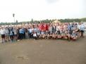 Nach neun Jahren gewann das Carolinum wieder das Achterrennen vor den Booten des Ratsgymnasiums und der Angelaschule, vorne hockend das erfolgreiche Team.