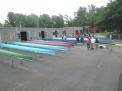 Die Boote von den Regatten in Hannover werden gewaschen und aufgeriggert.