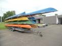 Die Boote für die Wanderfahrt sind verladen.