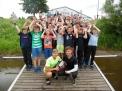 """Felix (links) mit den Teilnehmern an der Wanderfahrt """"Weser-Classic""""."""