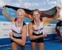 Pia Greiten (links) mit ihrer Zweier-Partnerin Leonie Menzel auf der U23-WM in Posen.