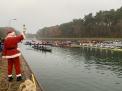 Der Nikolaus mit den 22 Booten an der Hollager Schleuse.